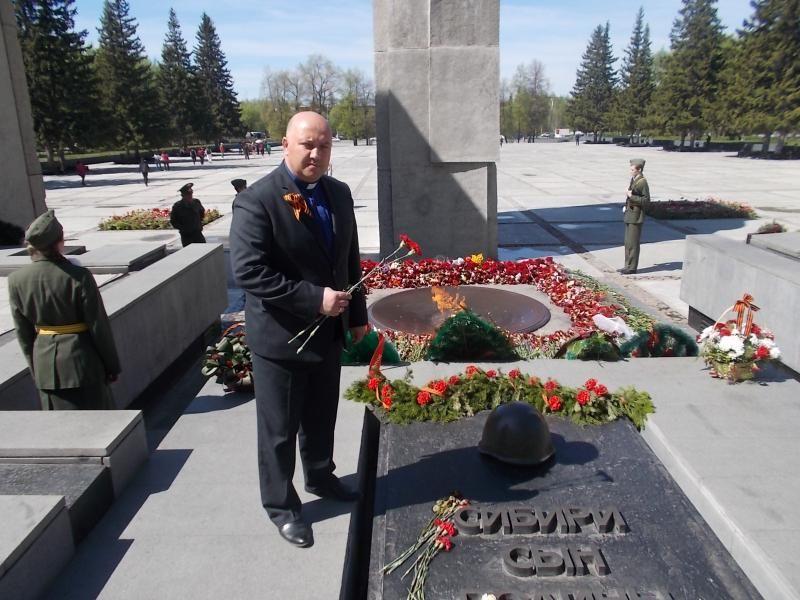 Новосибирская церковь «Миротворец» поздравила с Днем Победы ветеранов из Областного Дома милосердия