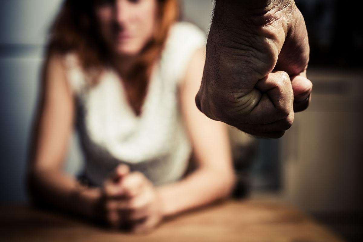 Если муж тебя бьет