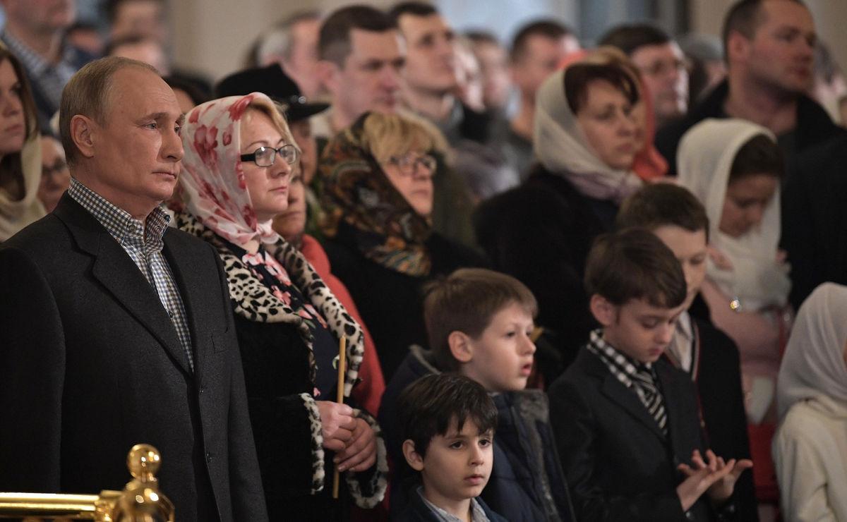 Владимир Путин поздравил празднующих Рождество Христово