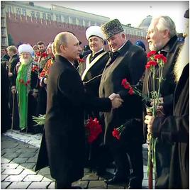 Владимир Путин вместе с религиозными лидерами возложил цветы к памятнику Минину и Пожарскому