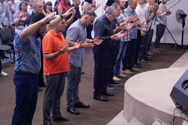 В благовещенской церкви «Новое поколение» прошла конференция с участием Дэвида Хасавея