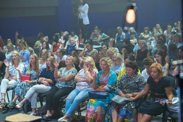 Женская конференция в Тольятти объединила несколько сот женщин