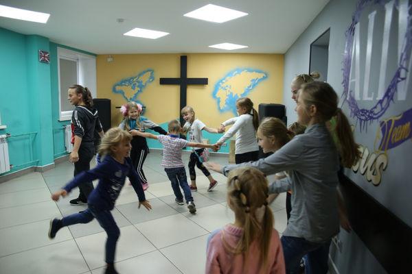 Более 20 детей Барзаса вдохновлялись небом на детской конференции «Глория»