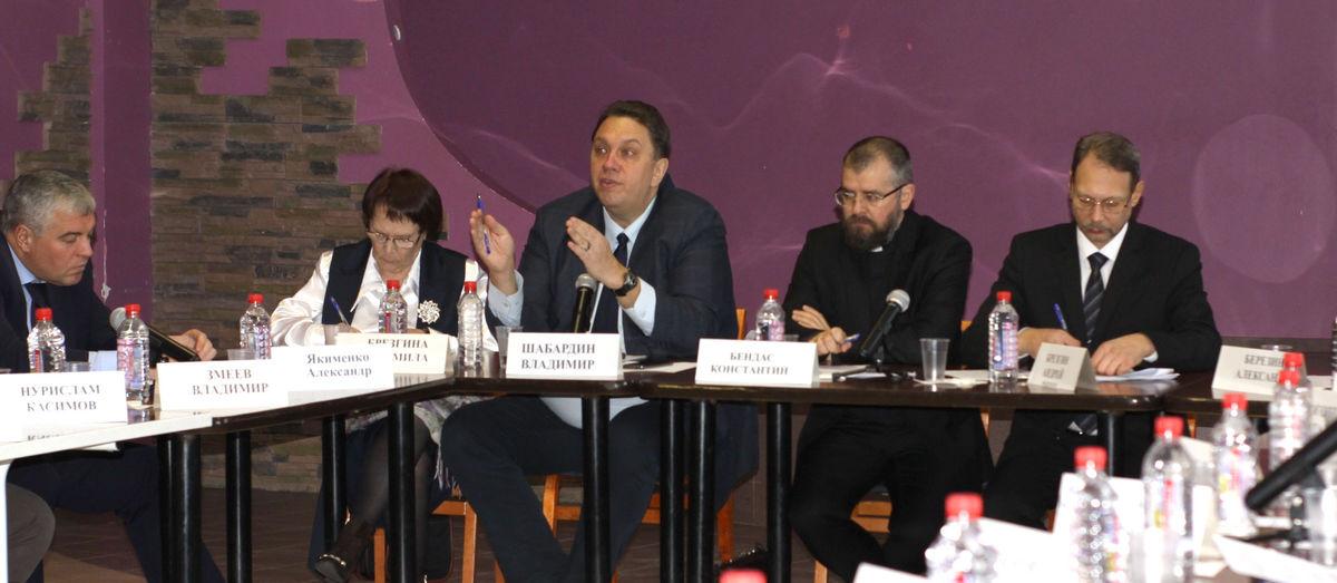 Круглый стол в Кирове об объединении усилий конфессий для помощи нуждающимся  (Итоговый документ)