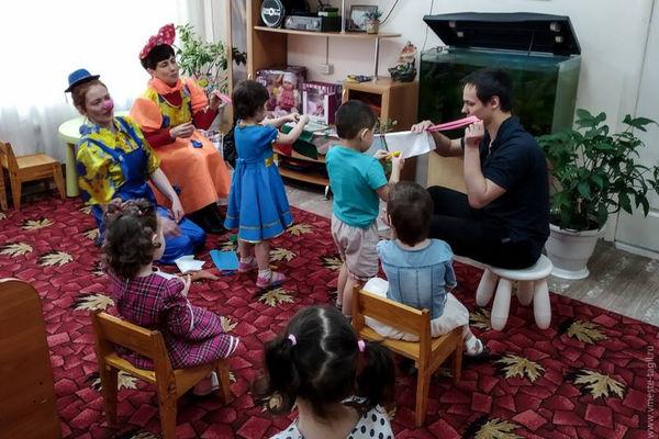 Детей из социального центра поздравили с началом весны