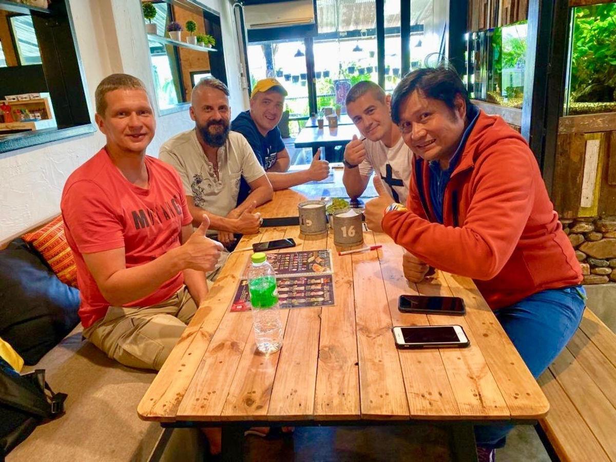 Бизнесмен из Таиланда принял Христа после беседы с российскими миссионерами